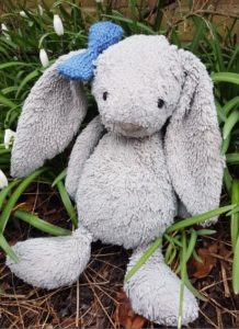 Handmade Bow Easter Bunny Fitting in Knitting Children Craft Ideas