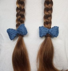 Handmade Knitted Bows in Hair Fitting in Knitting Children Quick Craft Ideas