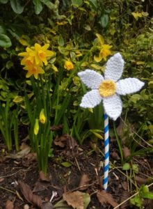 Handmade Knitted Flower Daisy Fitting in Knitting Children Quick Craft Ideas