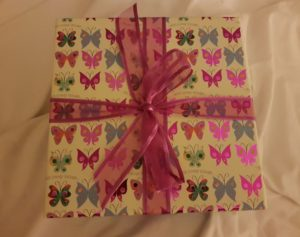 Handmade Giftbox with Ribbon Fitting in Knitting Children Quick Craft Ideas
